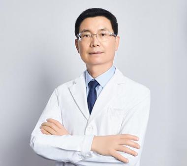 植发专家-曾浩